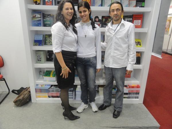 Neide representante da editora, a filha de Décio e o autor Décio de Almeida