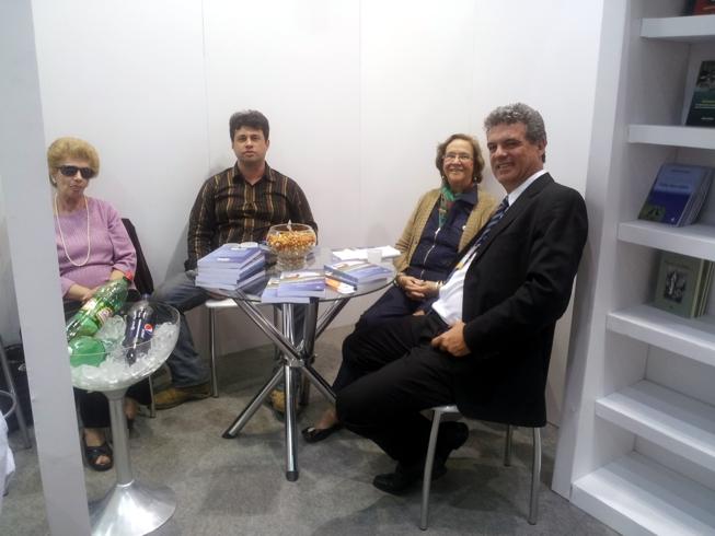 os editores, o autor e sua mãe